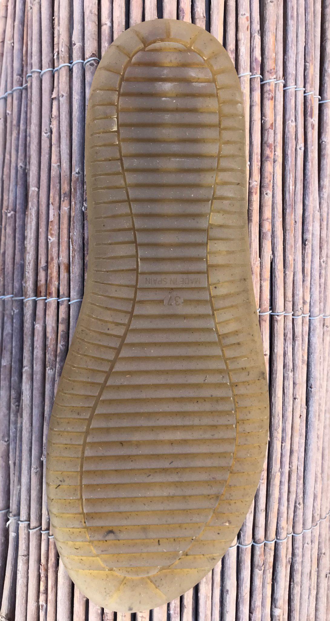 """Bio-recycled"" made with TPU main material and ""fibras vegetales provinientes de hierba y cañamo"" (grass fiber and hemp fibers)"